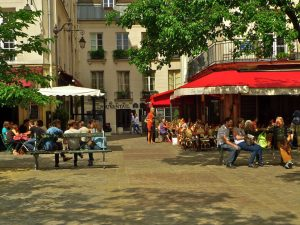 Let yourself be surprised and enjoy the probably most Parisian district of Paris.